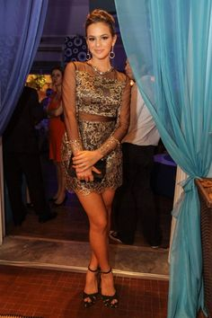 Bruna Marquezine de vestido PatBo, sapato e bolsa Schutz, brinco Montecarlo #Brazilian