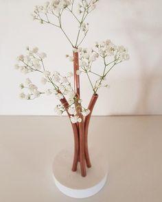 Cement Vase / Concrete Vase with copper pipes / Vase / Copper Pipes Vase - Zement Kunst Cement Art, Concrete Art, Flower Vases, Flower Pots, Flower Arrangements, Ikebana, Vases Decor, Centerpieces, Beton Diy