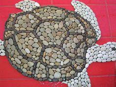 Купить или заказать Каменный коврик 'Черепаха' в интернет-магазине на Ярмарке Мастеров. Эксклюзивный каменный коврик ручной работы. Коврик сделан вручную из натуральной черноморской отборной гальки. Камешки держатся очень прочно на основе. Основа-прорезиненный ковролин. Коврик очень практичный, не скользит, долго не пачкается, износостойкий, легко скручивается в небольшой рулон. Если постелить коврик на теплый пол, то камешки нагреются, что будет особенно приятно и полезно для ножек))...