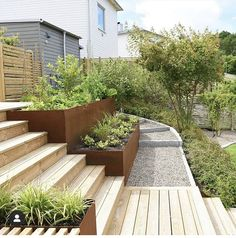 Seeing big differences in height as an asset does a lot for the successful result in your garden. Garden Cottage, Home And Garden, Vegetable Garden Design, Outdoor Living, Outdoor Decor, Terrace Garden, Garden Projects, Garden Inspiration, Backyard Landscaping