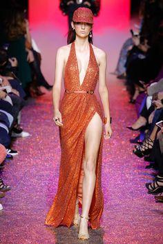 Elie Saab Spring 2017 Ready-to-Wear Fashion Show - Waleska Gorczevski (OUI)