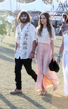 Romantic and girly festival look: pastel pink maxi skirt and a white lace top #wefashion #festival