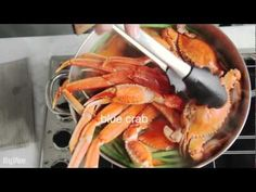 Recreate a beach crab boil in your own kitchen using the best from Hy-Vee's seafood counter. Season the pot with a homemade spice blend featuring red and black pepper, lemon zest and bay leaves. What a fun way to celebrate holidays, birthdays or every day.