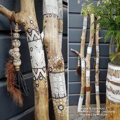 23 Clever DIY Christmas Decoration Ideas By Crafty Panda Painted Driftwood, Driftwood Art, Driftwood Furniture, Spirit Sticks, Sea Glass Colors, Driftwood Projects, Stick Art, Painted Sticks, Beach Crafts