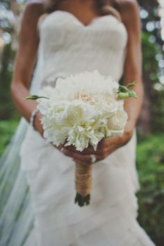 White wedding bouquet. Perfect for a rustic wedding