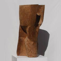 Trinity/ Ryosuke Yazaki 2016 Ichii linseedoil wax 三体の塊を一つの形にし、強い肉付けと前傾姿勢で意思を感じさせる空間を作り出す。