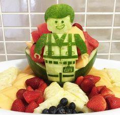 16 pastèques sculptées en forme de clin d'oeil à la Pop Culture : Lego