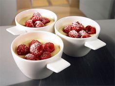 Valkosuklaa-jogurtti panna cotta