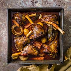 Try our slow-roasted lamb recipe with wild oregano. This slow cooked lamb is an easy lamb shank recipe for an easy family dinner. Make our easy roast lamb Best Lamb Recipes, Roast Recipes, Dinner Recipes, Favorite Recipes, Healthy Recipes, Healthy Food, Slow Roast Lamb, Slow Cooked Lamb, Lamb Dishes