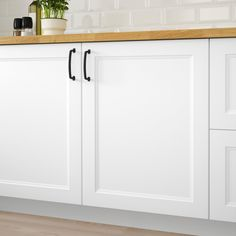 AXSTAD Door, matt white, AXSTAD kitchen door has a matte, white surface with soft lines and an inset panel. The design allows you to use it to create both a modern and traditional kitchen. Bathroom Cupboards, Ikea Kitchen Cabinets, Kitchen Doors, White Cabinets, Kitchen And Bath, Ivory Kitchen, Kitchen Furniture, Black Cabinet Hardware, Kitchen Hardware