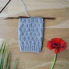 Rikottu joustinneule - 52 sukanvartta – Neulovilla Knitted Hats, Socks, Stitch, Knitting, Blog, Coleslaw, Diy, Accessories, Full Stop