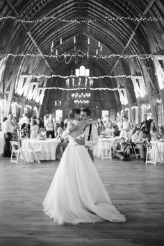 Sugarland Wedding- Bragas in the barn — Dani Stephenson.com ( doing this with the lights)
