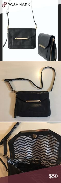 """Stella & Dot Tia Crossbody purse Always by your side. Clip off the straps and use it as a clutch. Expands for more room room and zips up for a sleek look. Height 7.5"""", length 10"""", depth 0.625"""". Depth expanded 2.125"""". Strap length is 24"""". Stella & Dot Bags Crossbody Bags"""