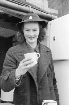 Miss Patience Brand of the Women's Voluntary Service serves tea during the London Blitz, 1941 Ww2 Women, The Blitz, Thing 1, Vintage London, Working Woman, Fashion 2018, 1940's Fashion, Women In History, We Wear