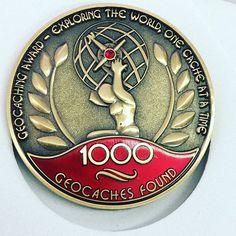 Alguien muy apreciado va a recibir esto en breve... #1000founds @geocaching #geocaching #friends #geocoin #award #milestone