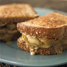 Grilled Banana Breakfast Sandwichs - spread w/ a mixture of lof fat cream cheese, peanut butter and mashed banana then topped with slices of caramelized bananas - Oh YUM!