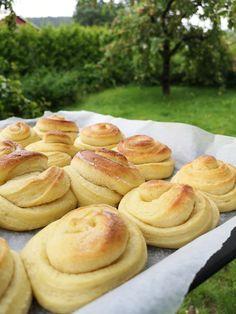 Norwegian Food, Norwegian Recipes, Bread Rolls, Pretzel Bites, I Love Food, Cake Recipes, Food And Drink, Sweets, Cookies
