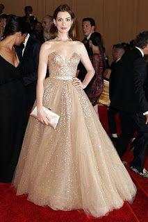 Anne Jacqueline Hathaway in Valentino
