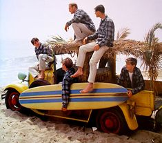 Light harmonies, cool tunes and pumping riffs: The Beach Boys were a big influence on interest in surf, and the perfect soundtrack for endless surf trips through sunshine California. Surf Music, Surf Guitar, The Beach Boys, Snowboard, Vintage Surfing, Beach Aesthetic, Retro Aesthetic, California Surf, California Fashion