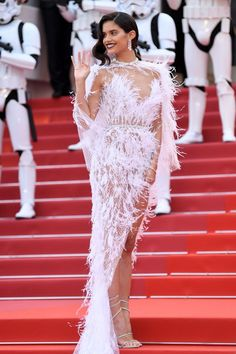 "Supermodel Sara Sampaio red carpet fashion dresses photo at the Cannes Film Festival premiere of ""Solo: A Star Wars Story"" Celebrity Costumes, Music Festival Fashion, Weeding Dress, Celebrity Style Inspiration, Sara Sampaio, Glamour, Celebrity Red Carpet, Celebrity News, Red Carpet Looks"