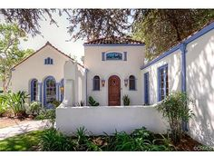 #Mediterranean home with a pop of #periwinkle