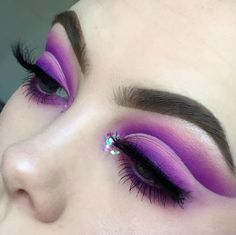 🔮 PURPLE FADE 💜 I felt like it was time to bring back in some bold colours to my feed and purple is one of my favourite colours to work… Makeup Goals, Makeup Inspo, Makeup Inspiration, Makeup Tips, Eye Makeup Art, Beauty Makeup, Hair Makeup, Queen Makeup, Beauty Kit