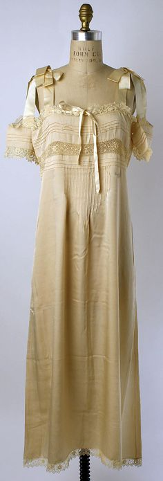 Nightgown 1920 - I love the sleeves suspended by satin ribbons