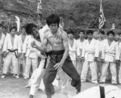 Bruce Lee Children, Bruce Lee Photos, Martial Arts Styles, Enter The Dragon, Hard Men, Creative Skills, Mariah Carey, Karate, Behind The Scenes