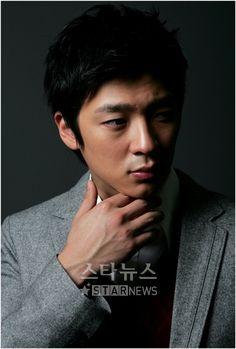 http://asianfanatics.net/gallery/archived/Korean_Male/Hwang_Young_Min/4jrnn4.jpg
