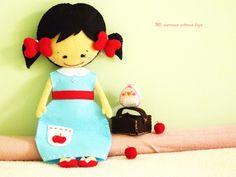 Blancanieves y Pipi Felt Crafts, Diy Crafts, Felt Toys, Chiffon, Fabric Dolls, Minnie Mouse, Snow White, Felt Boards, Stuffed Dolls