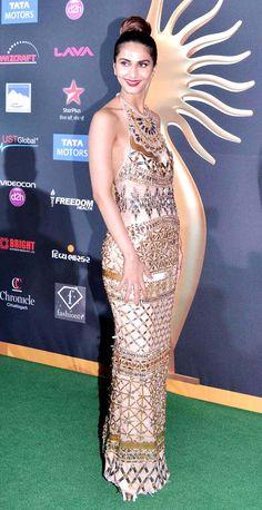 Vaani Kapoor on green carpet at #IIFA Awards 2014. #Style #Bollywood #Fashion #Beauty