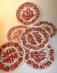 I LOVE this kind of Romanian Korond pottery Now available a Stunning handpainted Mooie handbeschilderd tradionele keramiek kruik / karaf i. Porcelain Ceramics, Vintage Beauty, Vintage Shops, Folk Art, Fairy Tales, Decorative Plates, Projects To Try, Arts And Crafts, Pottery