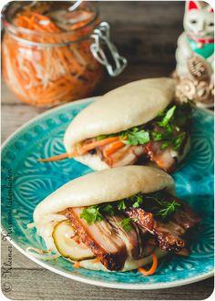 Taiwanesisch-chinesischer Burger: Gua Bao mit geschmortem Schweinebauch/ Rezept von Kleiner Kuriositätenladen.