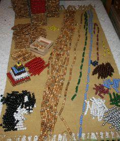 Costruire il materiale delle perle colorate Montessori - queste sono le barrette delle perle colorate:un po' noioso forse, ma vale la pena farsele visto che un set di barrette (10 per tipo) costa circa 40 euro...Questo è il materiale in vendita più economico che ho... Diy Montessori, Counting Activities, Fun Math, Childhood, Teaching, Costa, Holiday Decor, Pdf, Beads