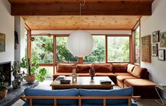 Inside the architect-designed home of Jessica Tremp and Michael Madden in Victoria's Macedon Ranges. Home Living Room, Living Spaces, Sala Vintage, Vintage Decor, Vintage Looks, Vintage Style, Vintage Fashion, Interior Simple, 80s Interior Design