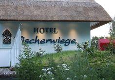Romantik Hotel Fischerwiege mit Liegewiesen rings um das Haus.