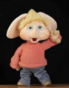 "Sweet little ""Topo Gigio"". As a child, I watched this little puppet on The Ed Sullivan Show, Sunday nights on CBS. Morning Cartoon, Cartoon Gifs, Oldies But Goodies, My Memory, The Good Old Days, Betty Boop, Puppets, Vintage Posters, Childhood Memories"