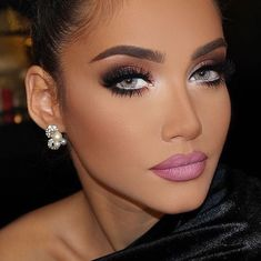 Gorgeous Makeup: Tips and Tricks With Eye Makeup and Eyeshadow – Makeup Design Ideas Pink Lips Makeup, Glam Makeup, Eyeshadow Makeup, Bridal Makeup, Wedding Makeup, Hair Makeup, Classy Makeup, Bronze Eyeshadow, Blue Lipstick
