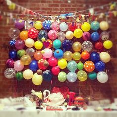 wall of balloons- Idea: what if we get everyone at the party to write something on the balloons? Like a birthday wish or some awesome thing about the party? OR, make a birthday banner out of these balloons with a letter on each one:D Balloon Backdrop, Balloon Wall, Balloon Decorations, Balloon Ideas, Hanging Balloons, Balloon Garland, Balloon Background, Paint Balloons, Balloon Ceiling