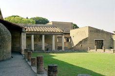 Peristyle Courtyard: Herculaneum - Herculaneum, Naples