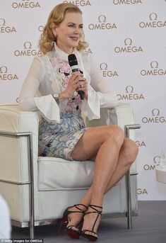 Nicole Kidman shows off her incredible legs during Omega press tour Hollywood, Nicole Kidman Style, Fashion Models, Style Fashion, Floral Mini Skirt, Le Jolie, Great Legs, Keith Urban, Printed Skirts