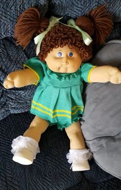 Cabbage Patch Babies, Cabbages, Barbie Stuff, Baby Born, Strawberry Shortcake, Patches, Crochet Hats, Flower Girl Dresses, Lily