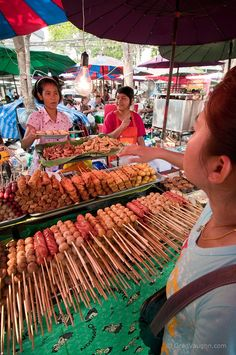 Bangkok, - Fantastic stopover when travelling to Koh Samui Chinese Street Food, Asian Street Food, World Street Food, Thai Cooking, Food Stall, Food Places, World Recipes, Thai Recipes, Grilling Recipes