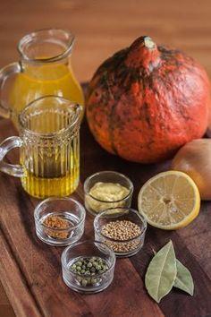 Dýňová hořčice Korn, Pavlova, Serving Bowls, Food And Drink, Pumpkin, Tableware, Gardening, Pumpkins, Dinnerware