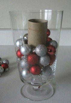 gezien op het net: wanneer je een vaas oid wilt vullen doe dan in het midden een closetrol...scheelt weer kerstballen enzo.........simpel maar je moet er maar op komen ;)