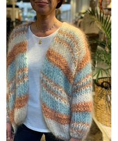 Knitwear Fashion, Sweater Fashion, Mohair Sweater, Knit Cardigan, Crochet Saco, Chic Over 50, Pullover Mode, Winter Fits, T Shirt Diy
