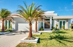 Die neuerbaute Villa wurde Ende Oktober 2016 fertiggestellt. The View verzaubert sie vom ersten Tag an mit einem wunderbaren, weiten Blick auf den See und einem sensationellen Sonnenuntergang. Jeder Tag wird so zu einem unvergesslichen Erlebnis werden! Spa, Florida, Mansions, House Styles, Plants, Decor, Gulf Of Mexico, Villas, New Construction