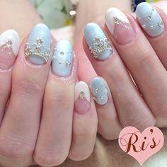 ストーンをふんだんにあしらって、ゴージャスなシンデレラネイルに。ここぞというときにチャレンジしたいとっておきのデザインネイルです。 Cute Nail Art, Beautiful Nail Art, Cute Nails, Pretty Nails, Blue Wedding Nails, Wedding Manicure, Nail Wedding, Uñas Fashion, Bride Nails
