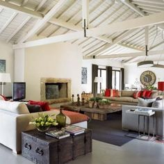 Really like the open beams in this room as well as some of its other features - Traditional elements give a fascinating touch to any house and build a warm and alluring space.  (via Casa Tres Chic)