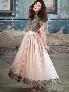 Looking for the perfect Indian bridal dress? My Trousseau specialise in designer Asian bridal wear, Indian bridal lenghas & indian gowns ? Asian Fashion Indian, Indian Fashion Trends, Indian Bridal Fashion, Indian Wedding Gowns, Indian Fusion Wedding, Indian Gowns, Ethnic Outfits, Indian Outfits, Indian Reception Outfit